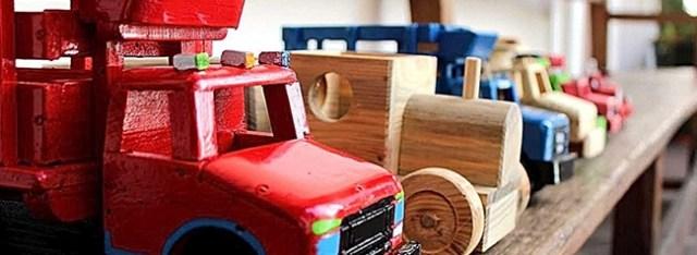 carros de madera, juguete tradicional de mexico