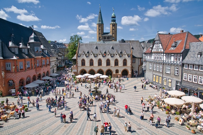 Goslar: Harz- Marketplace with Town Hall (Photo: German Tourist Board Image Library)