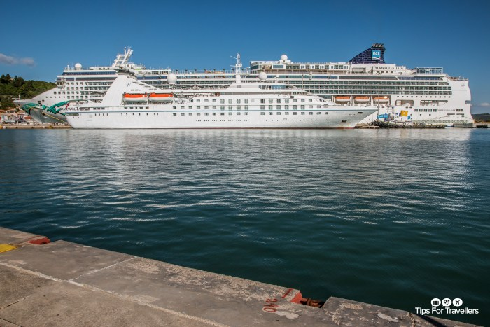 Windstar Star Breeze docked next to Norwegian Jade