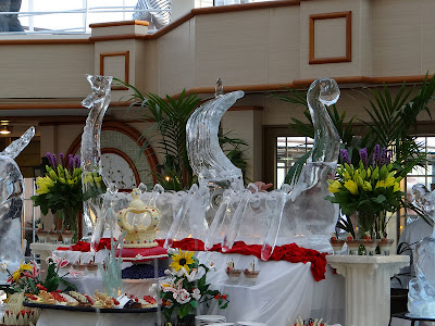 Viking Boat Ice Sculpture: Queen Elizabeth  http://www.tipsfortravellers.com