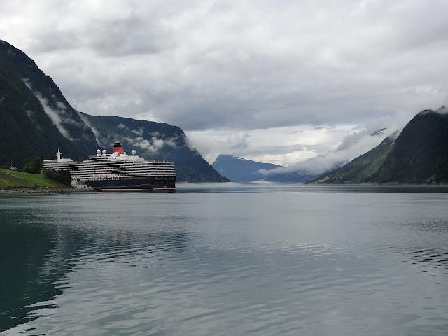Cunard Queen Elizabeth in Skjolden Norway https://www.tipsfortravellers.com