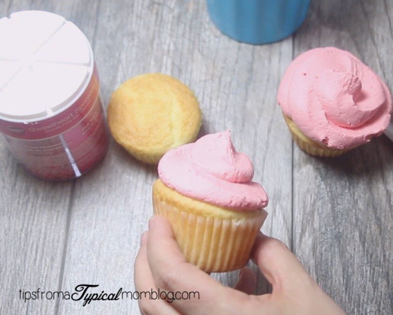 How to Frost Cupcakes with a Zip Lock Bag