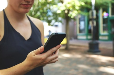 smartphone-593348_640