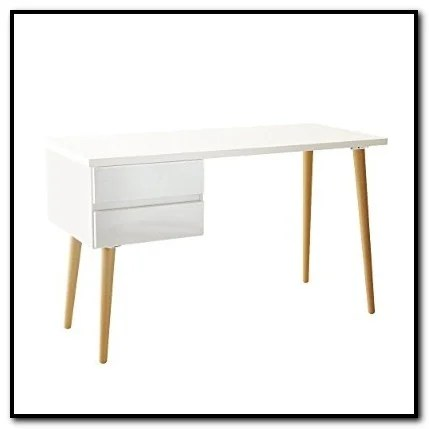 meja kerja berbahan kayu