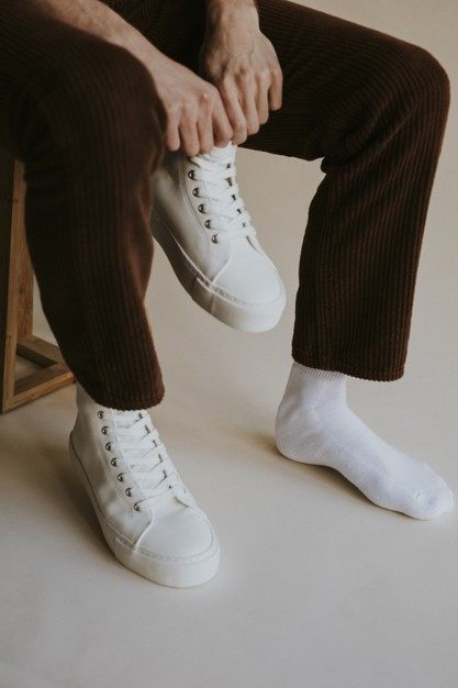 4 Best Ways to Wear White Shoes