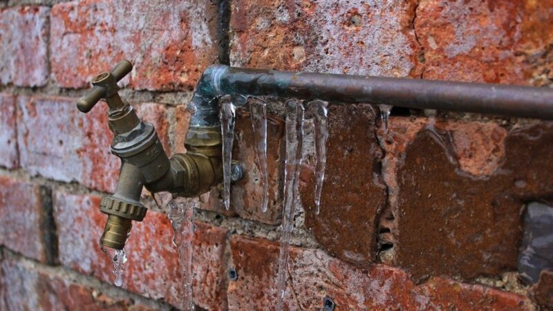 What To Do When Your Pipes Freeze? Learn Simple Tips!