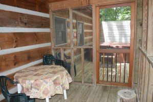 coverd porch log cabin