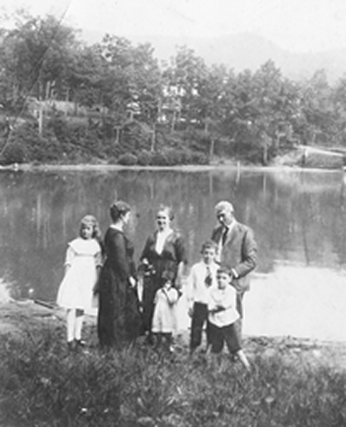 Euphemia Chisolm & Family at Montreat-toned-1922
