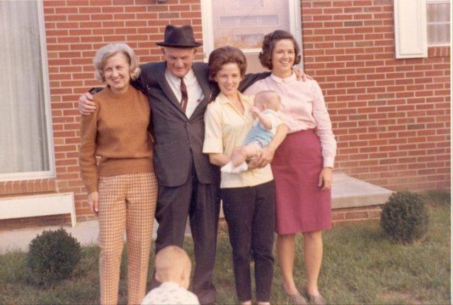 Frances, Elbert Sr., Margaret holding Franklin, Nancy, and Jeff