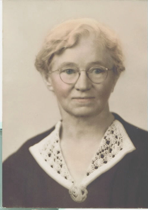 """Sallie Maud Williams was born on 20 Sep 1882 in Tipton County, Tennessee. Her father, James Franklin, was 40 years old, and her mother, Mary Ann Baucom, was 35 years old. On May 19, 1901, in Tennessee, Sallie married Hardy Harmon """"Doc"""" Williams. They had six children during their marriage. Two of their babies died in infancy in 1906 and 1910. Their son, Russell, died at the age of six (1911-1917). The other three children are Hardy Harmon Jr., Harry Lee Sr., and Charles Owen."""
