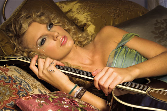 Taylor Swift1 Top 10 Most Popular Female Singers in 2011