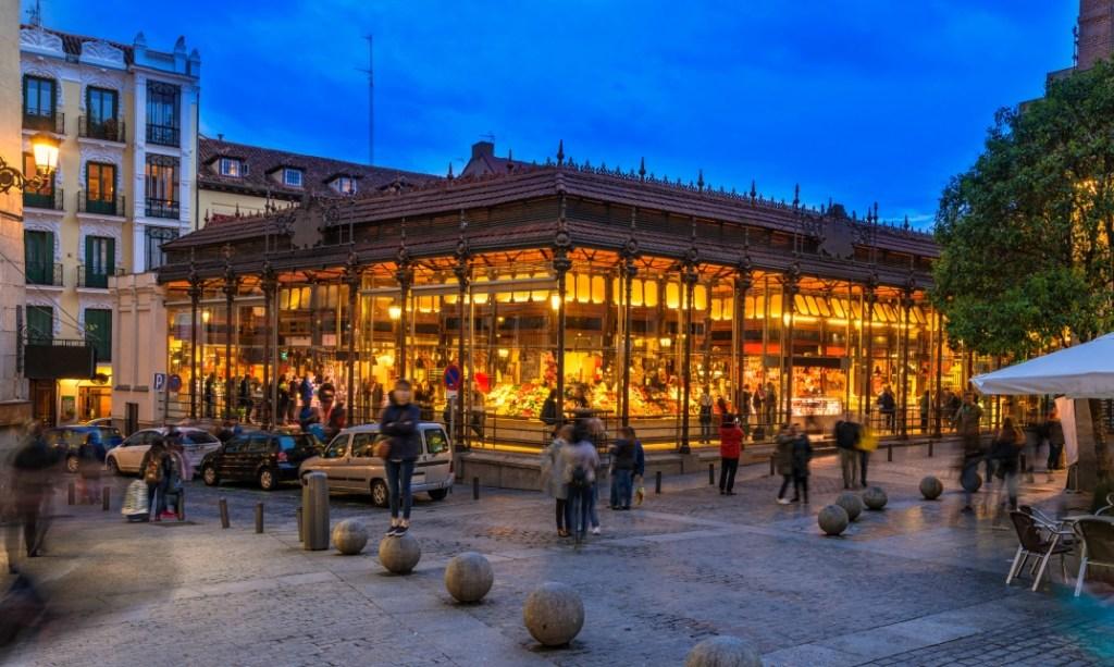 Mercado de San Miguel at dusk