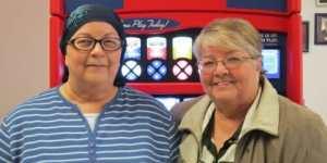En chemin pour suivre un traitement anticancer, une surprise attend ces 2 sœurs