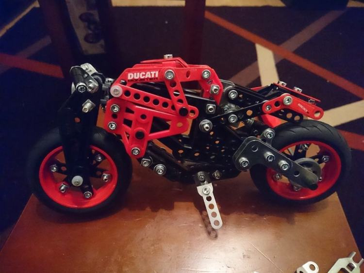 Meccano Ducati Monster 1200s