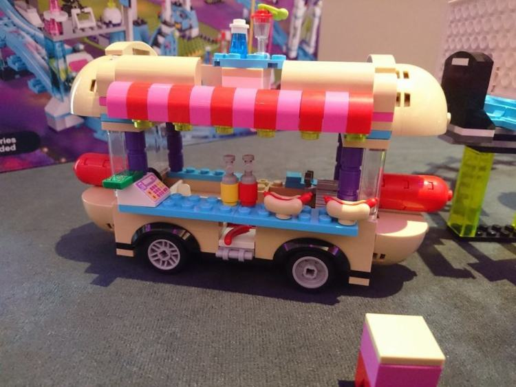 lego friends hotdog stand