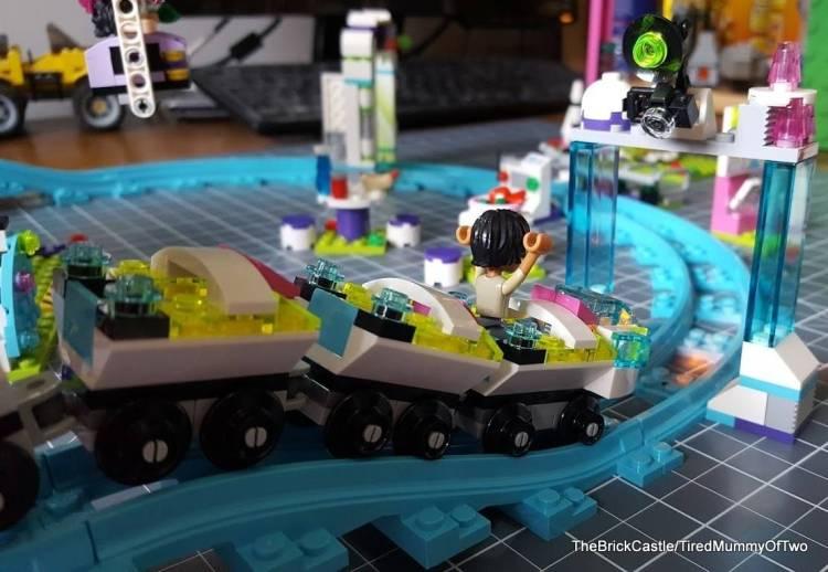 lego-roller-coaster-set-review-smile-camera