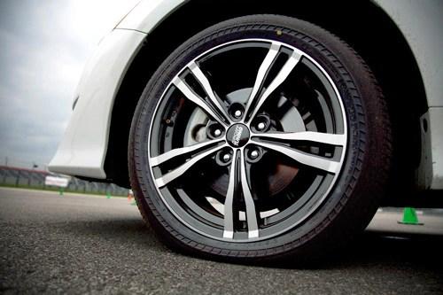 brand new camry se grand avanza vs veloz tire test results : bridgestone driveguard introductory drive