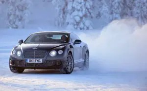 Bentley-Continental-sliding-on-ice