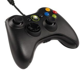 Fotografía con detalle del mando de la consola Xbox 360