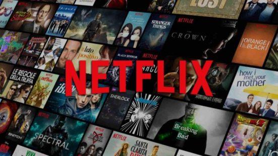Un fondo con películas y series que puedes ver en la plataforma Netflix y sobreimpresionado encima el logotipo de Netflix