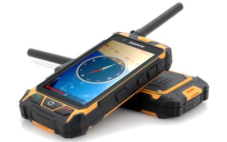 En la foto aparecen dos móviles rugerizados, es decir reforzados, el que queda en la parte superior muestra una brújula en su pantalla