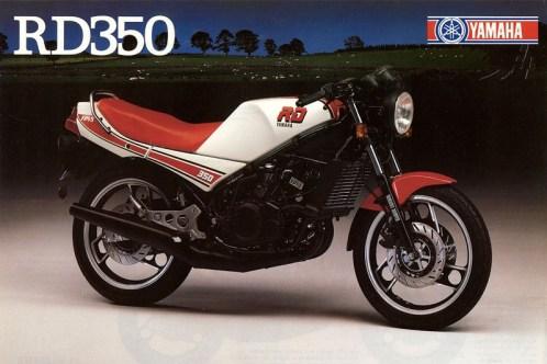 Una foto de la portada del catálogo original de la Yamaha RD350