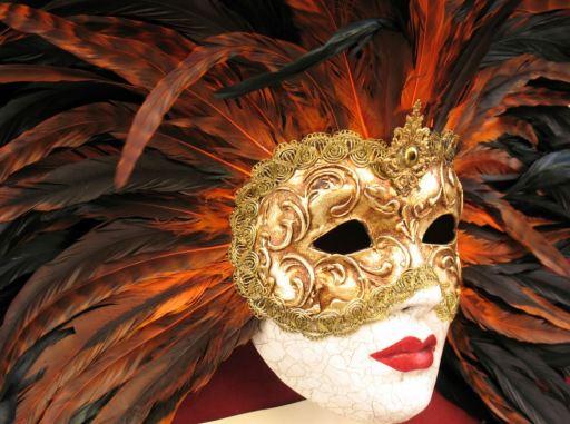 Típica máscara de disfraz de los carnavales de Venecia