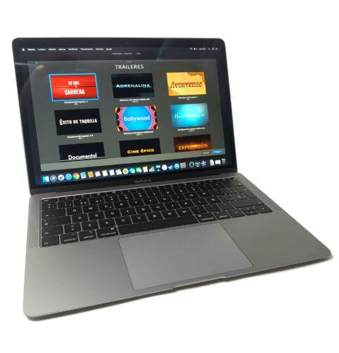 El MacBook Air cuenta con un excelente teclado y touchpad