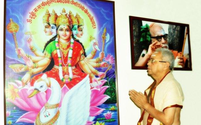 Sri Nemani Subbarao With Goddess Gayathri And Kanchi Paramacharya