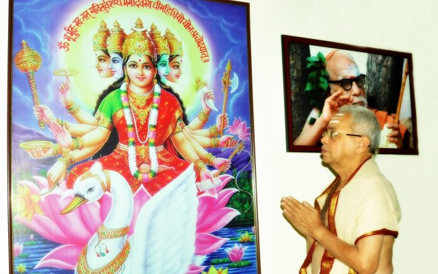 Sri Nemani Subbarao With Goddess Gayathri And Kanchi Paramacharya