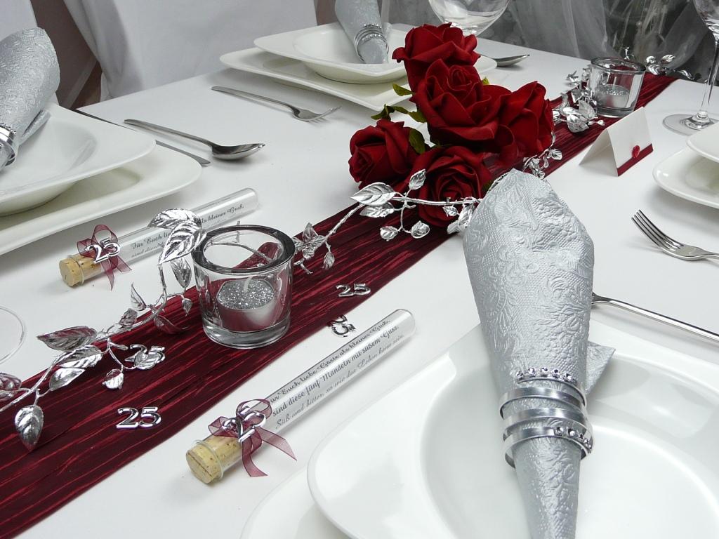 Mustertisch in Rot zur Hochzeit Kommunion oder Konfirmation