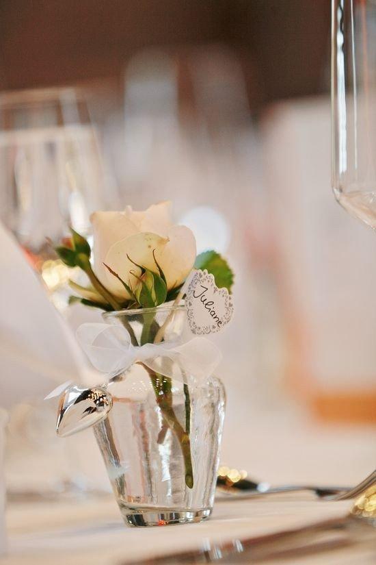 Tischdekoration Hochzeit Tischkarte mit Blumenvasen