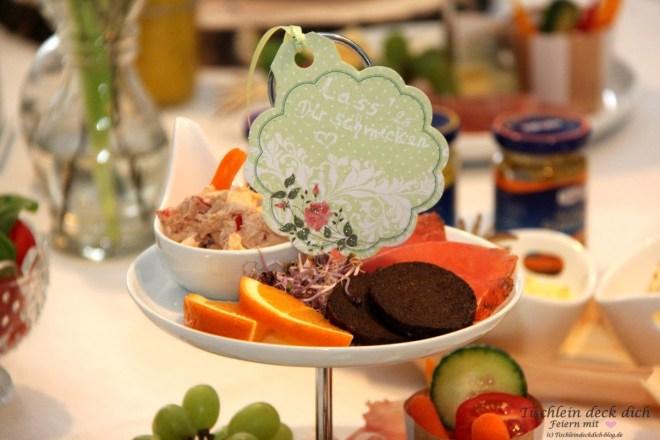 Fruehstueck mit Etagere Gastgeschenk