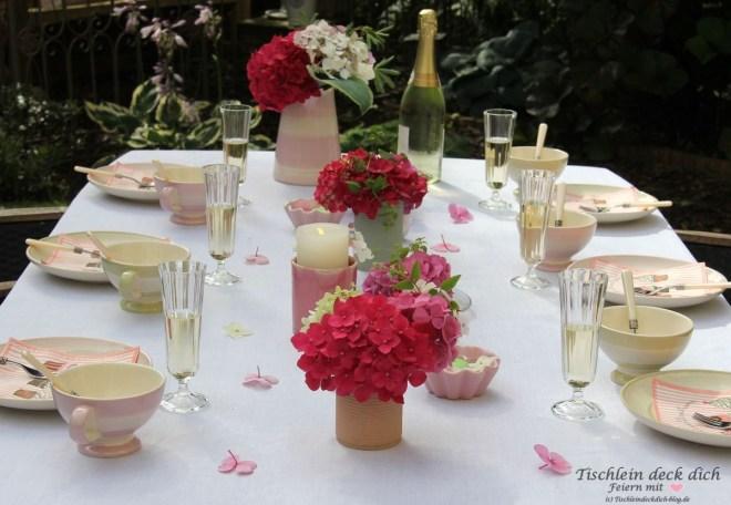 hortensien liebe romantische tischdekoration im garten. Black Bedroom Furniture Sets. Home Design Ideas
