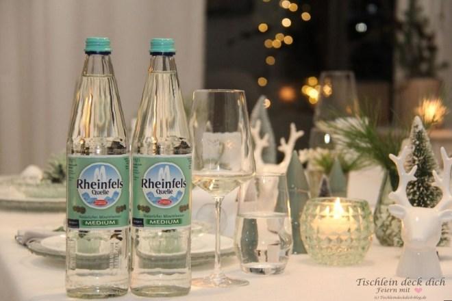 weihnachtliche Tischdekoration mit Rheinfelquelle im Scandi Style