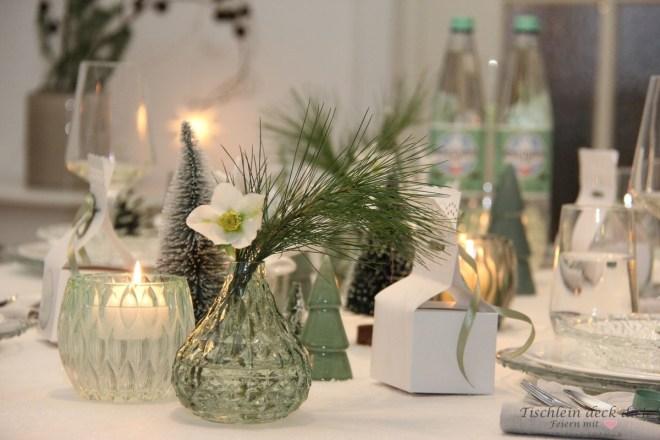 Rheinfels-Quelle-Weihnachten-Tischdeko-im-Scandi-Style