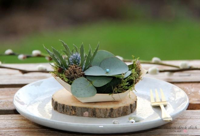 Mini-Gestecke als Gastgeschenk mit Eukalyptus und Distel