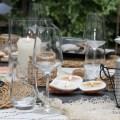sommerliche-Tischdeko-im-Garten