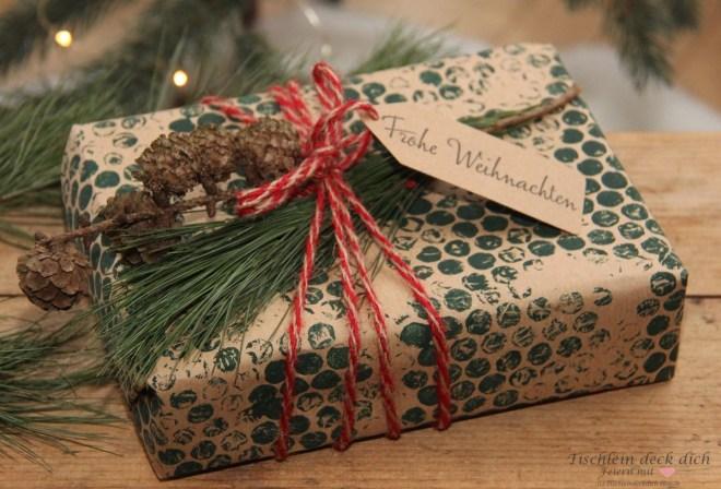 Geschenke-in-Packpapier-und-Noppenfolie-Druck