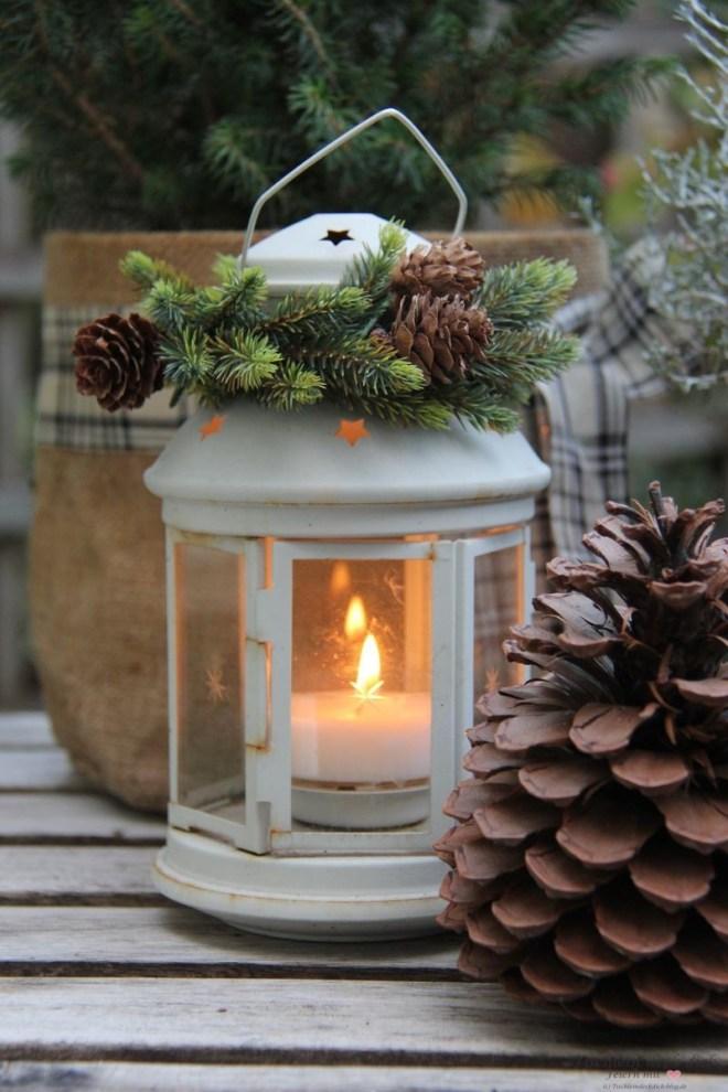 Laterne winterlich dekoriert