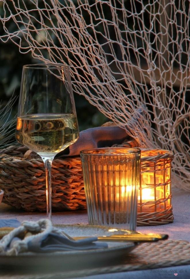 abendliche Stimmung auf der Terrasse im Sommer