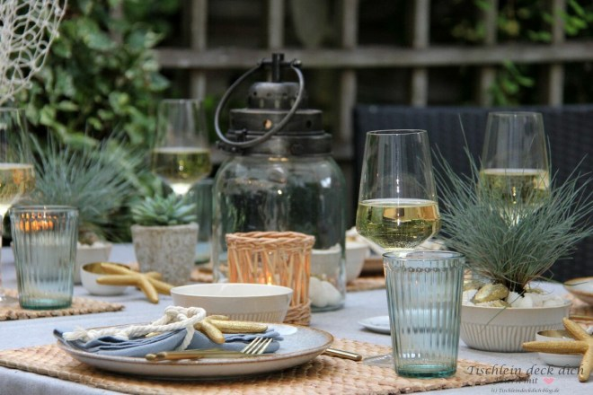 Sommer im Garten genießen mit maritimer Tischdeko