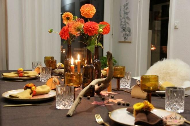 Tischdekoration für den Herbst ohne Kürbisse