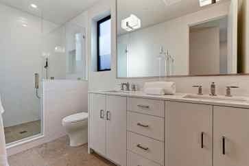 Caskey - 733 12th_Bathroom2