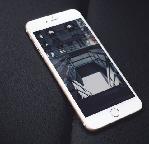 3D White iPhone PSD Mockup