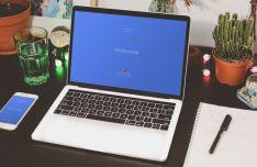 4 Realistic Macbook PSD Mockups