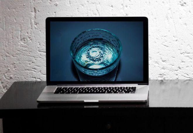 MacBook Pro On Desk PSD Mockup-min