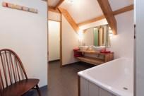Bedroom 1 en-suite (upstairs)