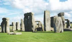 Stonehenge, looking East (7 KB) - links to a larger 36 KB version