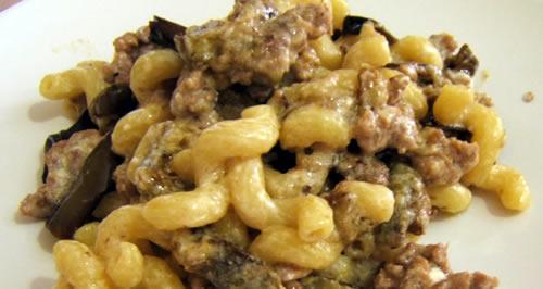 Pasta con crema di Stracchino, Melanzane e prosciutto – Le ricette di Tivoo